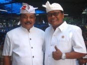 Kepala SMP PGRI 2 Denpasar yang juga menjabat sebagai Ketua PGRI Provinsi Bali,  I Gede Wenten Aryasuda (kiri) dan Ketua YPLP PGRI Kota Denpasar, I Nengah Madiadnyana - foto: Koranjuri.com