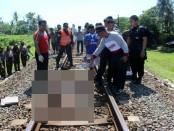 Korban Marimo yang tewas disambar kereta api Fajar Utama, Minggu (8/1) di perlintasan Dukuh Putihan, Panjatan, Karanganyar, Kebumen - foto: Sujono/Koranjuri.com