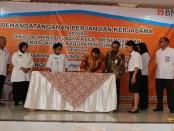 Penandatanganan kerjasama antara BNI dan Dinas Koperasi Usaha Kecil Menengah dan Perdagangan Kabupaten Purworejo, Rabu (18/1) di Sanjaya Inn Hotel - foto: Sujono/Koranjuri.com