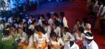 Siswa SMP PGRI 2 Denpasar Gelar Persembahyangan Hari Turunnya Ilmu Pengetahuan