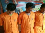 Tiga orang pengedar sabu-sabu yang ditangkap tim Resnarkoba Polresta Denpasar, Minggu, 15 Januari 2017 - foto: Istimewa