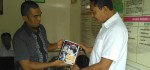 Warga Serahkan Buku Jokowi Undercover ke Polisi