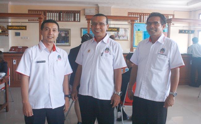 Guru pengawas dari SMK PGRI 3 Denpasar - foto: Koranjuri.com