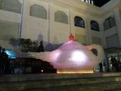 Lampu Aladin Raksasa yang terbuat dari puluhan ribu botol bekas berhasil pecahkan rekor MURI - foto: Koranjuri.com