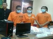 Unit Cyber Crime Polda Bali mengamankan 24 orang pelaku jasa Spa Online di Denpasar. Dalam pemeriksaannya tiga orang ditetapkan sebagai tersangka - foto: Suyanto