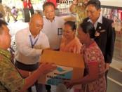 PT Pelindo III Pelabuhan Benoa menyalurkan laba perusahaan atau CSR kepada masyarakat kurang mampu di wilayah denpasar Selatan, Selasa, 21 Maret 2017 - foto: Pelindo