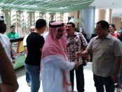Duta Besar Arab Saudi untuk Indonesia Osama bin Mohammed Abdullah Al Shuaibi bersama pejabat kepolisian Polda Bali memastikan keamanan usai candaan 'bom' turis Arab Saudi - foto: Istimewa