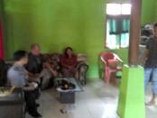 Kondisi dalam rumah Salamah yang diacak-acak maling - foto: Sujono/Koranjuri.com