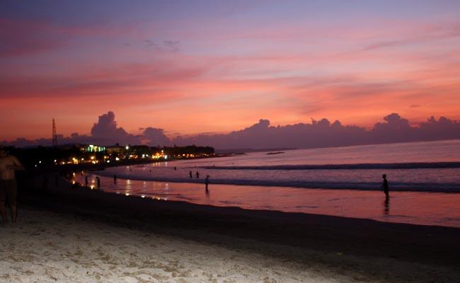 Pantai Kuta saat senja - foto: Koranjuri.com