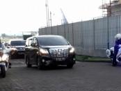 King Salman AbdulAziz Al-Saud beserta rombongan keluar bandara Ngurah Rai melalui Pintu Emergensi Bravo 27 - foto: Istimewa