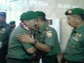 Mayjend TNI Komaruddin secara resmi menjabat sebagai Pangdam IX/Udayana menggantikan Mayjend TNI Kustanto Widiatmoko - foto: Suyanto
