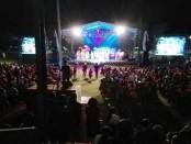 Ibadah Subuh perayaan Paskah 2017 di Gereja Protestan Indonesia Barat (GPIB) Maranatha Denpasar dipusatkan di Lapangan Praja Raksaka, Kepaon, Denpasar, Minggu, 16 April 2017 - foto: Wahyu Siswadi/Koranjuri.com