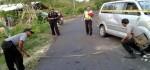 Ban Depan Pecah, Mobil Rombongan Wisatawan China Terguling di Nusa Penida