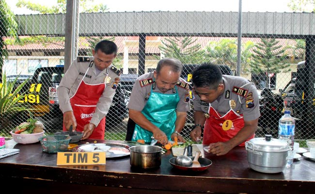 Kemeriahan lomba memasak memperingati Hari Kartini - foto: Sujono/Koranjuri.com