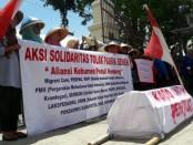 Aksi unjuk rasa solidaritas untuk korban Kendeng, yang dilakukan oleh Aliansi Kebumen Peduli Kendeng, Senin (10/4) – foto: Sujono/Koranjuri.com