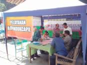 Pelayanan kepengurusan dokumen kependudukan di acara peresmian Kampung KB di Desa Somongari, Kaligesing, Selasa (23/5) - foto: Sujono/Koranjuri.com