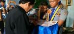 Tamatan Serahkan Perlengkapan SAR pada Wisuda Siswa SMK PN-PN2