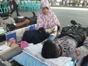Aksi donor darah Polres Kebumen dalam memperingati HUT Bhayangkari ke 71 - foto: Sujono/Koranjuri.com