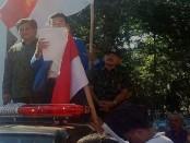 Wakil Gubernur Bali I Ketut Sudikerta berada di tengah-tengah aksi massa mahasiswa dan elemen masyarakat dalam menyerukan menjaga persatuan dan keutuhan NKRI - foto: Istimewa