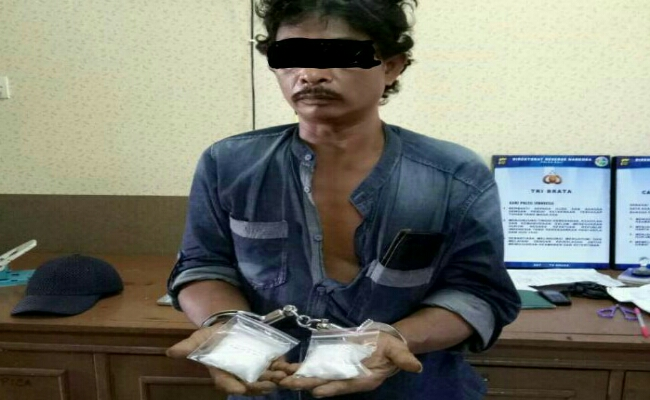 Bahar (46), kurir narkoba yang ditangkap Direktorat Narkoba Polda Bali di Pelabuhan Gilimanuk Bali - foto: Istimewa