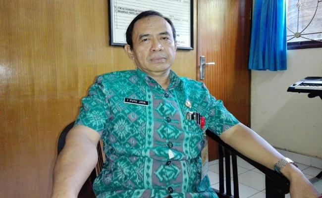 Kepala SMP Negeri 11 Denpasar, Drs. I Putu Jaya - foto: Koranjuri.com