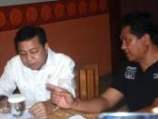 Ketua Umum partai Golkar, Setya Novanto bersama Calon Gubernur Bali I Ketut Sudikerta sebelum penyerahan SK rekomendasi dalam pencalonan I Ketut Sudikerta sebagai Calon Gubernur Bali periode 2018-2023 - foto: Wahyu Siswadi/Koranjuri.com