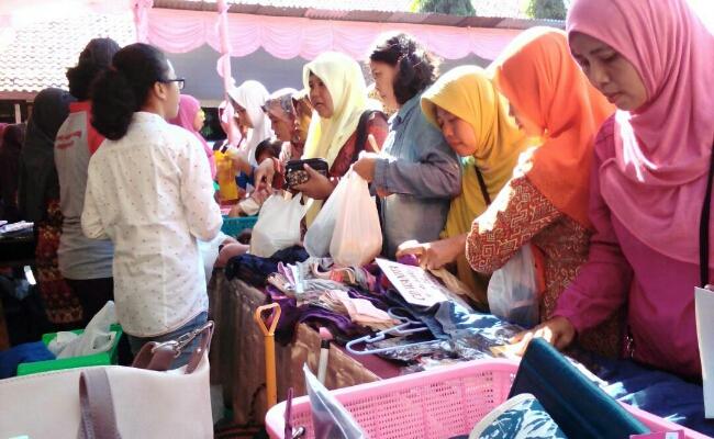 Suasana bakti sosial dan pentas seni SMP N 4 Purworejo, Sabtu (17/6) - foto: Sujono/Koranjuri.com