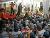 Suasana mPLS di SMK PGRI 3 Denpasar. Masa Pengenalan Lingkungan Sekolah itu diadakan dengan pendekatan humanis - foto: Wahyu Siswadi/Koranjuri.com