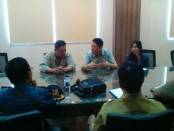Tim Pengawasan Orang Asing Pemkab Buleleng menggelar razia pekerja asing di PLTU Celukan Bawang, Buleleng - foto: Istimewa