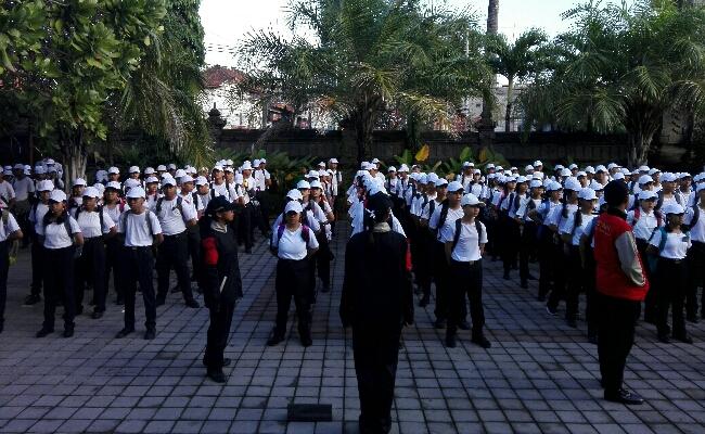 Pembukaan masa Pengenalan Lingkungan Sekolah (mPLS) bagi peserta didik baru di SMA Negeri 2 Denpasar - foto: Wahyu Siswadi/Koranjuri.com