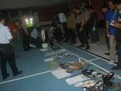 Sejumlah barang-barang milik para narapidana di Lapas Kelas II A Kerobokan diamankan pada sweeping yang digelar tim Gabungan dari Polda Bali, Polres Badung dan Satuan Brimob - foto: Istimewa