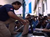 Pemusnahan Barbuk 9.595 pil ekstasi hasil tangkapan BNN Provinsi Bali. Pemusnahan dilakukan di halaman Kantor BNN Provinsi Bali, Selasa, 25 Juli 2017 - foto: Istimewa
