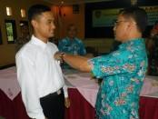 Kepala Dinperinaker Kabupaten Purworejo, Drs Sutrisno, MSi saat membuka secara simbolis pelatihan berbasis kompetensi, Kamis (27/7) - foto: Sujono/Koranjuri.com