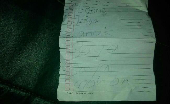 Secarik kertas bertuliskan pesan - foto: Istimewa