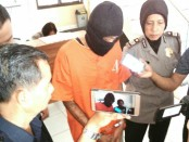 Guruh, salah satu tersangka pemakai sabu, saat diamankan di Mapolres Purworejo - foto: Sujono/Koranjuri.com