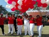 Pelepasan balon merah putih menandai pembukaan Karnaval Sesetan yang berlangsung mulai 13-17 Agustus 2017 - foto: Koranjuri.com
