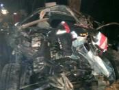 Kondisi mobil Avanza hancur karena bertabrakan dengan bis Puji Kurnia - foto: Sujono/Koranjuri.com