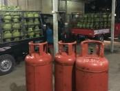 Suasana gudang di kawasan Perum Nuansa Utama, Jimbaran yang diduga digunakan untuk praktik curang pemindahan gas elpiji dari tabung 3 kg ke tabung 12 kg dan 50 kg - foto: Istimewa