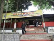 Spanduk larangan menggiatkan prostitusi di kawasan wisata religi Gunung Kemukus, Kecamatan Sumberlawang, Kabupaten Sragen, Jawa Tengah - foto: Koranjuri.com