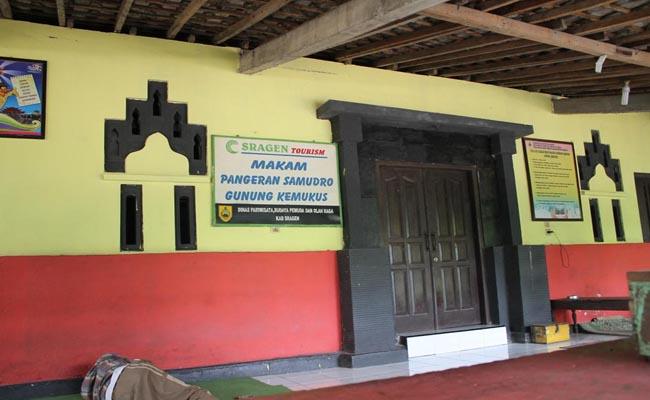 Cungkup makam Pangeran Samudro di Gunung Kemukus, Kecamatan Sumberlawang, Kabupaten Sragen, Jawa Tengah - foto: Koranjuri.com