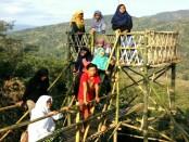 Pemandangan dari puncak utara Geger Menjangan, masuk Dusun Watu Belah, Loano - foto: Sujono/Koranjuri.com