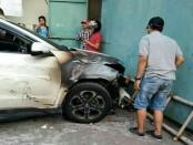 Kondisi mobil Honda HRV DK 773 CA yang terbakar di bagian depan sebelah kanan - foto: Istimewa