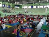 Pengungsi yang berada di GOR Swecapura, Klungkung - foto: Wahyu Siswadi/Koranjuri.com
