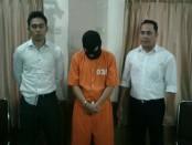 NS (46) Ketua Yayasan Anak Bantuan Anak Indonesia justru jadi pelaku paedofilia sesama jenis kepada 4 orang anak asuhnya - foto: Istimewa