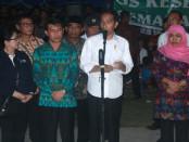 Presiden Joko Widodo di Pos Pengungsi GOR Swecapura, Klungkung, Selasa, 26 September 2017 - foto: Wahyu Siswadi/Koranjuri.com