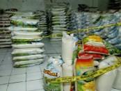 Polisi mengamankan 700 karung beras atau seberat 17,5 ton dari gudang beras di Penatih, Denpasar yang mencurangi konsumen dengan mengurangi isinya - foto: Istimewa