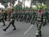 Defile memperingati HUT TNI Ke-72 di Lapangan Nitimandala Puputan, Renon, Denpasar, Kamis, 5 Oktober 2017 - foto: Wahyu Siswadi/Koranjuri.com