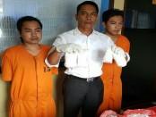 Viki Setiawan (22) alias VST dan Iwan Setiawan (26) alias IWS diamankan Polresta Denpasar karena mengedarkan ribuan pil koplo - foto: Istimewa