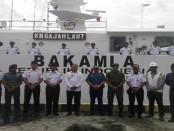 KN Gajah Laut-4804 telah bersandar di dermaga Pelabuhan Benoa untuk mengevakuasi pengungsi melalui jalur laut jika Gunung Agung mengalami erupsi - foto: Koranjuri.com