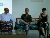 Pierre Coffin (tengah) saat memberikan keterangan pers di Jimbaran HUB, Sabtu (28/10/2017) dalam rangka jumpa fans dan pemutaran film karya-karyanya - foto: Ari Wulandari/Koranjuri